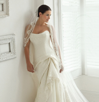 Up to 50% off wedding dresses!