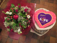 FREE BOX OF VALENTINE CHOCOLATES WITH ALL BOUQUETS OVER £30! - FREE LOCAL DELIVERY