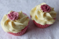 FREE cupcakes with wedding cake orders