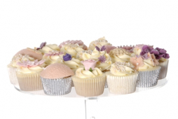 Who can resist deliciously bespoke, homemade Cakes by Simone? We certainly can'™t!