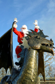 Dewi the Dragon adds to Christmas Shopping Fun in Shrewsbury