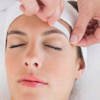 Complimentary eyebrow shape when booking a Dermalogica facial