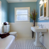 Ideas for decorating a large bathroom