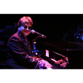 Ultimate Elton rockets into Bar des Arts