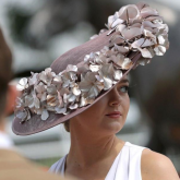 Top 5 tips for choosing the right fascinator by @JessicaReaHats