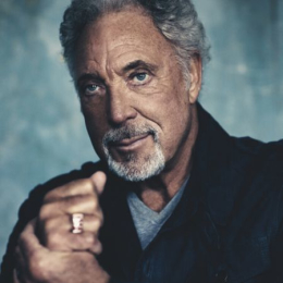 Tom Jones live at Newmarket Racecourses