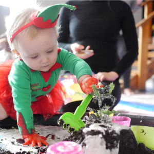 Messy Christmas - Messy Play Arnold