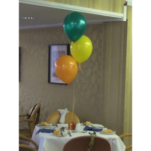 10 sets of 3 balloon clusters, only £45